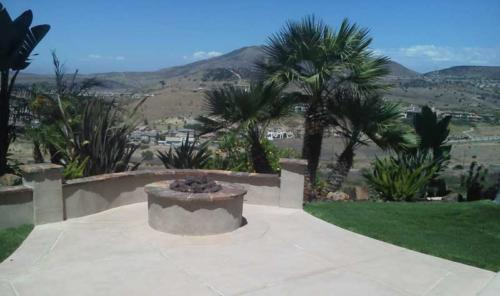 Natural-Quartzite-Capped-Wall-and-FirePit